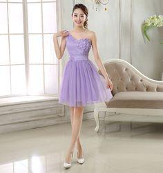 ชุดราตรีสั้น ใส่ออกงาน ไหล่เฉียง ตัวเสื้อผ้ามุ้งอัดพลีตเล็กๆ สีม่วง รหัสสินค้า SC4923 ราคา 590 บาท
