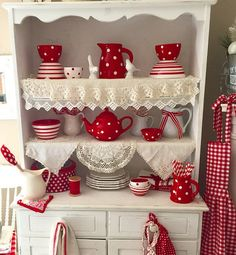 Red and White Hutch Red and White Hutch Cocina Shabby Chic, Shabby Chic Kitchen, Vintage Kitchen, Red Kitchen Decor, Red Home Decor, Country Decor, Farmhouse Decor, White Farmhouse, Red Country Kitchens