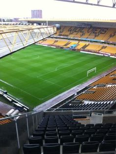 Stadium for Wolverhampton Wanderers where you can see a whole half of the pitch! All In One App, All Over The World, Funny Images, Funny Pictures, Wolverhampton Wanderers Fc, British Football, Most Popular Memes, Life Memes, Sports Humor