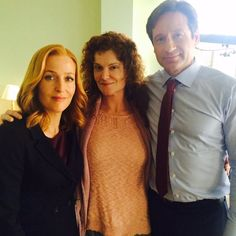 """Gillian Anderson, Rebecca Wisocky and David Duchovny on the set of #TheXFiles """"Founder's Mutation"""""""