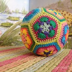 Inspiration for African Flower ball Crochet Ball, Crochet Home, Crochet Gifts, Cute Crochet, Crochet For Kids, Crochet Squares, Crochet Motif, Crochet Flowers, Crochet Patterns