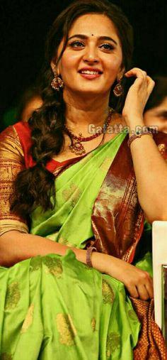 Anushka Shetty @Baahubali 2 tamil audio launch Prabhas And Anushka, Wedding Saree Collection, Actress Anushka, Beautiful Blonde Girl, Stylish Sarees, Beauty Full Girl, South Indian Actress, India Beauty, Indian Sarees