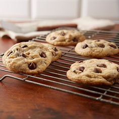 Only 25 minutes until perfection. Take out your blender and make some HERSHEY'S CHIPITS Perfect Chocolate Chip Cookies with this HERSHEY'S KITCHENS recipe. Perfect Chocolate Chip Cookie Recipe, Chocolate Chip Cookies Ingredients, Perfect Chocolate Chip Cookies, Hershey's Chocolate Chips, Semi Sweet Chocolate Chips, Cookie Desserts, Cookie Recipes, Dessert Recipes, Dessert Ideas