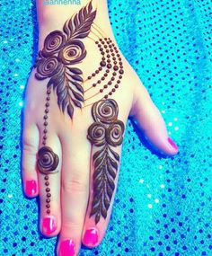 Mehndi henna designs are always searchable by Pakistani women and girls. Women, girls and also kids apply henna on their hands, feet and also on neck to look more gorgeous and traditional. Rose Mehndi Designs, Finger Henna Designs, Mehndi Designs For Girls, Henna Art Designs, Mehndi Designs For Beginners, Unique Mehndi Designs, Mehndi Design Photos, Mehndi Designs For Fingers, Beautiful Mehndi Design