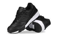 """Buty męskie New Balance, model: ML597BLL, w kolorze czarnym. - Materiał wykonania: najwyższej jakości skóra naturalna oraz materiały syntetyczne (dodatki), - Wiązanie: na sznurówki, - Kolor podeszwy: czarno-biały (podeszwa zewnętrzna: biała), - Strona zewnętrzna: symbol """"N"""", - Pięta: logo New Balance, - Język: logo New Balance plus nazwa modelu,  #butyNewbalance #butymęskie #obuwiemęskie #NewBalance #kolekcjaNewBalance #butysportowe"""