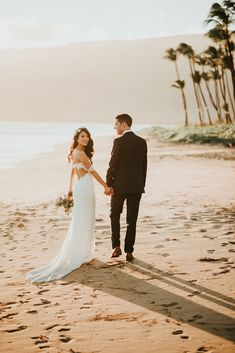 Beach Wedding Moments In Maui Images