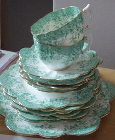Vintage tea set.  Such a beautiful color!!