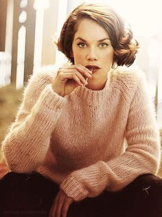 Ruth Wilson. Alice Morgan on Luther. Retro bob hair style.