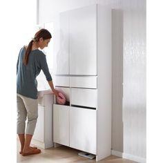 サニタリーチェストと洗濯カゴ、2つの収納をまとめた省スペースチェスト。チェストと脱衣カゴの両方を置くスペースがない方に。洗濯物を片手で放り込めるスイング扉付きで脱いだ衣類の目隠しになる洗面所収納。 Top Freezer Refrigerator, Dressing Room, My Dream Home, Living Room Designs, Tall Cabinet Storage, Toilet, Diy Home Decor, Laundry, Kitchen Appliances