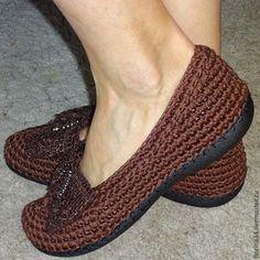 Купить или заказать Балетки вязаные Нежность, хлопок, коричневый в интернет-магазине на Ярмарке Мастеров. Очень женственные, удобные, нарядные туфельки-балетки для прогулок по улице. Основа выполнена крючком из 100% хлопка. Подошва - современный качественный материал, пластичный, легкий и износостойкий. Сверху балетки утягиваются по объему вашей ножки.