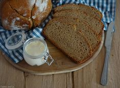 Reines Dinkelbrot: einfach & lecker - Cookie & Co - posted by www. Kenwood Cooking, Camping Desserts, Daily Health Tips, Pampered Chef, Naan, Health And Wellbeing, Diy Food, Baked Goods, Banana Bread
