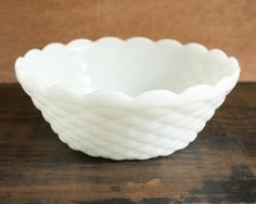 This retro white milk glass serving bowl is in diamond pattern with scalloped edge. It is thick and heavy, perfect for wedding, holiday