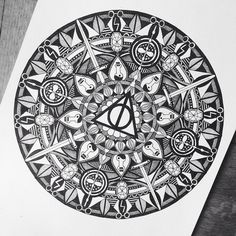 Harry Potter themed mandala - this is absolutely incredible! Harry Potter Drawings, Harry Potter Tattoos, Harry Potter Art, Mandalas Drawing, Mandala Art, Zentangles, Mandala Coloring, Colouring Pages, Zen Doodle