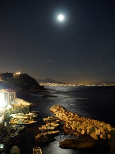 #Naples in #Italy says good night!  http://www.touritalynow.com/blog/
