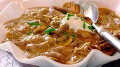 Segundo vários historiadores da gastronomia o nome do prato de Strogonoff vem da família russa Stroganov cuja origem é ANTERIOR AO ANO DE 1500! Agora o desafio é descobrir qual Stroganov bolou esse prato... Se você gosta de Strogonoff de carne você vai amar a receita no nosso site. Confira lá... http://ift.tt/1TKlDNi Facebook: http://ift.tt/1OJcBUO #comidadeverdade #receitafacil #receitassimples #cozinhasimples #comidasimples #comabemvivabem #receitas #receita #comida #amocomer #amocozinhar…