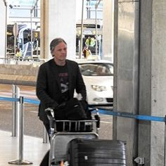 Viggo Mortensen and girlfriend Ariadna Gil arrive home from Cannes