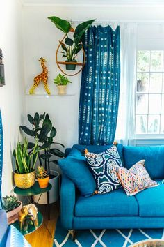 ✔ good bohemian living room decor ideas 00002 ~ Ideas for House Renovations Bohemian Living Rooms, Living Room Decor, Blue Curtains Living Room, Cute Living Room, Boho Room, Piece A Vivre, Cool Apartments, Interiores Design, Apartment Living