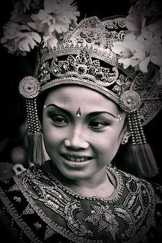 BALINESE DANCER....BY ISMAIL ILMI....ON FLICKR.....PARTAGE OF CHITRA.....