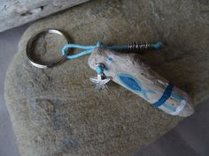 Porte clés et/ou bijou de sac bois flotté bleu