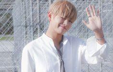 V BTS Memories 2016 Credits: Bangtansonyeon scans Bts Boys, Bts Bangtan Boy, Jimin, Daegu, K Pop, Bts Hair Colors, Seokjin, Namjoon, Korean Boy