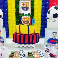 Bolo fake, tema Barcelona. #barça #Barcelona #festabarcelona #futebol #festafutebol Barcelona, Bolo Fake, 1, Instagram Posts, Baby, Fake Cake, Barcelona Spain, Infants, Baby Humor