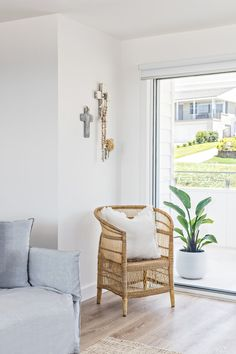 Situated in Kiama, 400 metres from Kendalls Beach and less than 1 km from Kiama Surf Beach, Swell Kiama features air-conditioned accommodation with a patio. Living Area, Living Spaces, Living Room, Two Bedroom, Bedroom Wall, Floor Plants, My Ideal Home, Holiday Accommodation, Beach House Decor