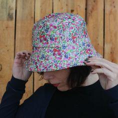 Sombreros - Sombrero impermeable - Flores rosas - hecho a mano por LoLahn-Handmade en DaWanda