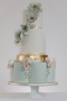 Luxe Eucalyptus and Peach by Rosewood Cakes - http://cakesdecor.com/cakes/273313-luxe-eucalyptus-and-peach