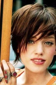 Funky short pixie haircut with long bangs ideas 83