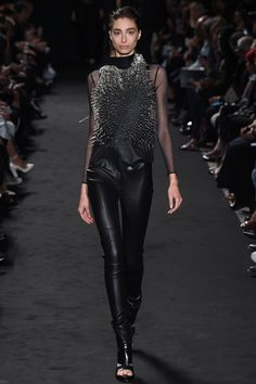Ann Demeulemeester Spring 2016 Ready-to-Wear Collection Photos - Vogue