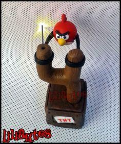 """Vela modelada em biscuit para compor os enfeites de bolo do tema """"Angry birds"""". 15cm altura <br> **Contém 2 pavios mágicos removíveis e base acrílica. <br>**Também faço projetos personalizados com o tema, cores e detalhes que você escolher. <br>$$ O preço varia de acordo com o tamanho e detalhes da peça. <br>Qualquer dúvida estou a disposição. <br>Lili"""