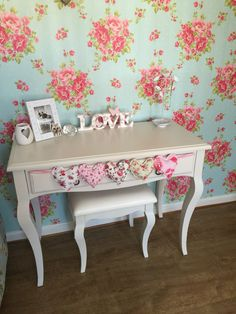 Dressing table House bits
