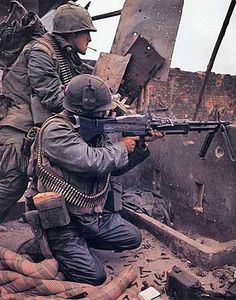 Vietnam War color photos. M60 gunner and his assistant gunner.