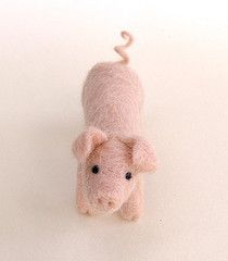 needle felted pig- he's super duper cute and i love the curly tail!