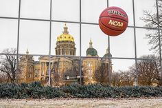 Last photo I'll be posting from last weekend. I took this as the ball was being thrown up in the air to catch it next to a reflection of the capital. I was really excited when I saw this captured on the back of my camera because it was exactly what I had been going for! Always fun to see a successful result #photochallenge #NCAA #desmoines #marchmadness