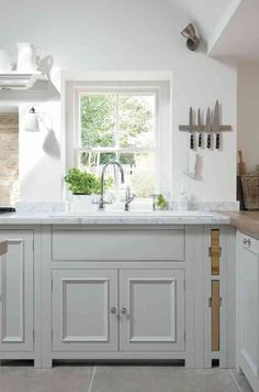 For this Somerset converted brewery we use the Neptune Chichester to acknowledge the building heritage. A soft colour palette integrates contemporary open-plan. Open Plan Kitchen, Kitchen Layout, New Kitchen, Kitchen Design, Kitchen Ideas, Kitchen Inspiration, Country Kitchen, Country Living, Neptune Kitchen