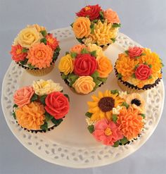Beautiful Wedding Fall Cake Decorations For Your Wedding Party Ideas - Icing on the Cake - Gateau Cupcakes Design, Pretty Cakes, Beautiful Cakes, Amazing Cakes, Cupcakes Flores, Flower Cupcakes, Mini Cakes, Cupcake Cakes, Frosting Flowers