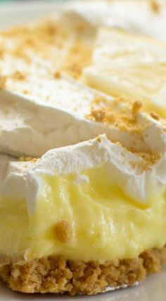 Lemon Cream Cheese Pudding Dessert Lemon Cheesecake Pudding Dessert ~ A graham cracker crust, creamy lemon pudding, smooth cream cheese and fluffy whipped topping… Silky and delicious Brownie Desserts, Mini Desserts, Easy Desserts, Delicious Desserts, Dessert Recipes, Healthy Lemon Desserts, Cool Whip Desserts, Layered Desserts, Plated Desserts