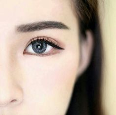Make-up: American vs Korean Beauty Standards - koreanische Schönheit Korean Makeup Tips, Korean Makeup Look, Korean Makeup Tutorials, Asian Makeup, Puppy Eyes Makeup, Korean Beauty Standards, American Beauty Standards, Straight Eyebrows, Makeup Eyeshadow