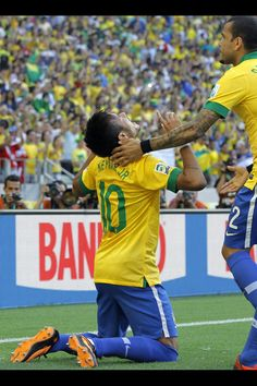 Neymar is worshiping the one and only Lord.God gave his only begotten son to die for us to forgive us for  our  sins. I will meet Neymar one day (is very soon )