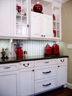 Red and White Country Kitchen. Red and White Country Kitchen. White Country Kitchen with Red Accessories Make A Short Red Kitchen Decor, Kitchen Redo, Kitchen Colors, New Kitchen, Red Kitchen Accents, Kitchen Hutch, Kitchen Country, 1950s Kitchen, Kitchen Decorations