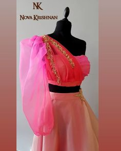Stylish Blouse Design, Fancy Blouse Designs, Bridal Blouse Designs, Saree Blouse Designs, Blouse Patterns, Indian Fashion Dresses, Indian Designer Outfits, Indian Gowns, Indian Sarees