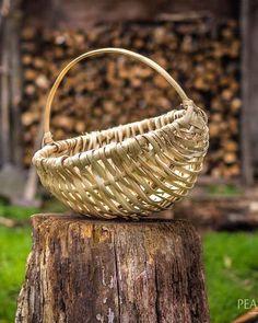 Split Hazel Frame Basket Weaving in the Romanian Village of Breb #basketweave #weaving #romania #village #maramures
