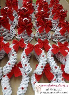 Výrobky ručně pletené z papíru | Služby pro všechny s.r.o. Alena Pštrosová Japan Garden, Diy Bedroom Decor, Home Decor, Origami, Diy And Crafts, Christmas Wreaths, Recycling, Holiday Decor, Handmade