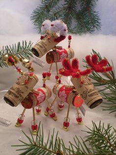20 Brilliant DIY Wine Cork Craft Projects for Christmas Decoration Christmas Wine, Christmas Ornaments To Make, Christmas Projects, Holiday Crafts, Christmas Decorations, Cork Ornaments, Wine Craft, Wine Cork Crafts, Wine Cork Projects