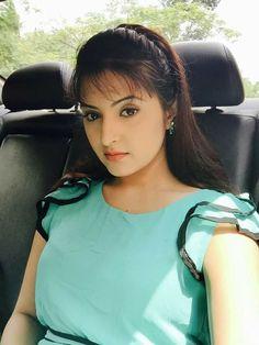 Beautiful Women Over 40, Beautiful Muslim Women, Beautiful Girl Image, Beautiful Indian Actress, Beautiful Actresses, Beauty Around The World, Stylish Girl Images, Indian Beauty Saree, Beauty Women