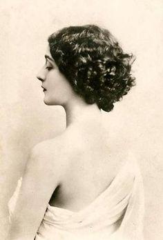 vintage woman, vintage hair, old photographs, black white, old photos, vintage ladies, vintage art, art nouveau, curly hair