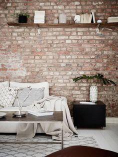 Un mur en briques dans le #salon... Apporter une touche industrielle à la #déco !  http://www.m-habitat.fr/murs-facades/revetements-muraux/les-murs-en-briques-decoratives-1184_A