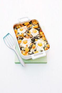 Gratin mit Gnocchi und Spiegeleiern | http://eatsmarter.de/rezepte/gratin-mit-gnocchi-und-spiegeleiern
