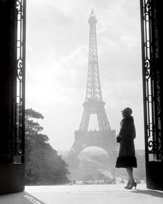 Paris Black And White, Black And White Picture Wall, Black And White Aesthetic, Black And White Pictures, Vintage Chanel, Vintage Paris, Vintage Black, Vintage Soul, Best Vacation Destinations